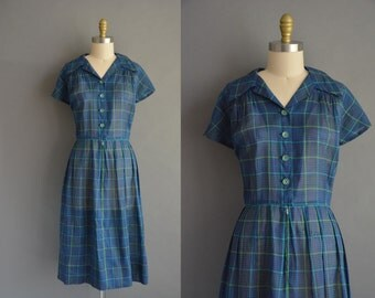 Vintage 1950s Plus size 50s plaid cotton dress with green buttons. vintage 1950s dress