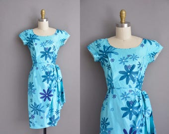 1950s Tori Richard Honolulu vintage polished cotton Hawaiian dress. vintage 1950s dress.