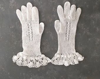 Vintage White Crocheted Gloves, Wedding, prom, dress, lace, lacey