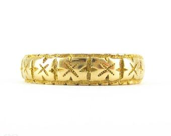 Antique Victorian 18 Carat Gold Engraved Wedding Band, Hallmarked Birmingham 1870s. Size K.5 / 5.5.
