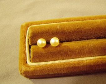 Vintage 14K Yellow Gold Cultured Pearl Stud Pierced Earrings 8806