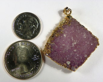 Amethyst Cluster with 22ct Gold Plating (AMTH011) Measures 40mm x 35mm 10mm and weighs in at 12.5g