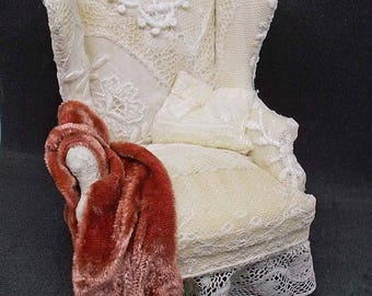 Dollhouse Miniature Shabby-Chic old lace covered Queen Anne Bespaq Chair
