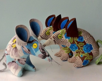 Ben and Betty - catch a  Retro Mouse! in shades of blue 50s ROSE Vintage Fabric