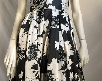 90's does the 60's Silky Black and White Bold Abstract Floral Couture Design  Strapless Full Length Evening Gown Dressy