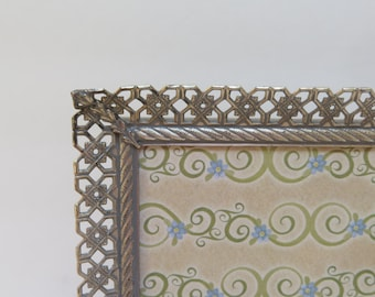 Mid Century Modern Silver tone 5 x 7 Filigree Picture Frame