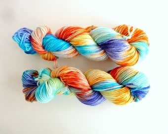 "Merino wool in DK, hand dyed - 100%Superwash merino yarn, new Oveja y Punto base - Colourway ""Atardecer en la playa"""