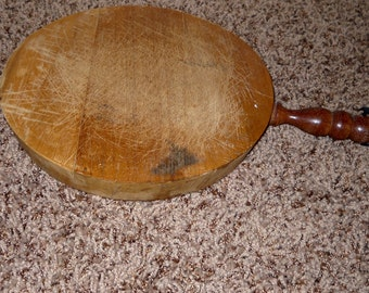 Vintage Round Cutting Board with Handle - Country Kitchen - Farmhouse