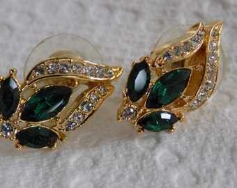 Vintage earrings, emerald green crystal earrings, stud earrings, retro earrings, classic earrings, fall fashion