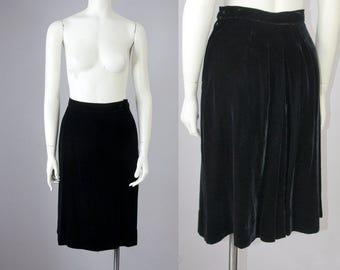 """40s 50s Vintage Black Velvet High-Waisted Skirt with Back Pleating (M; 27 1/2"""" Waist)"""