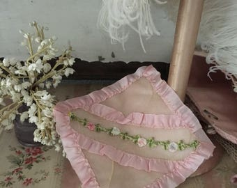 Vintage Shabby Chic RIBBONWORK Ribbon Work Roses Ruched Lace Hanky Delicates Linen Holder Pink H115