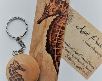Bookmark and keyring set, gift idea, booklovers gift, pyrogaphy gift set, gift for him, handmade gift idea, animal themed bookmark, art gift