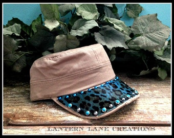 Cadet cap with turquoise leopard