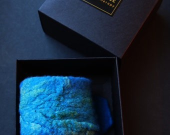 Aromatherapy bracelet wool felt, Azure blue green, essential oil diffuser, soft wool and silk, in a gift box