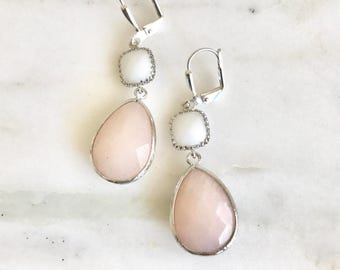 Soft Peach and White Bridesmaids Earrings in Silver. Dangle Earrings. Modern Drop Earrings. Bridesmaid Jewelry. Wedding Bridal Gift.