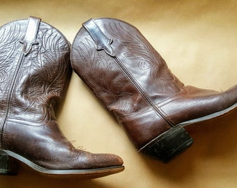 SALE Classic Vintage Womens Western Boots. Cowboy Boots. Hand Stitched. Brown. Size 9 M