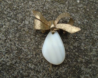 Art Deco Mother of  Pearl Brooch Pin Goldtone Bow pin