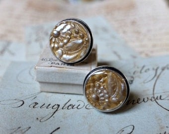 Handmade silver cufflinks, gold carved clay, embellished with resin. Silver unisex cufflink inspired by French jewelry design