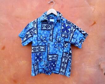 Vintage men's 1950s 1960s Tiki Hawaiian floral geometric short sleeve shirt. Blue Aqua Turquoise White. Small / Medium