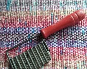 Red Handled Vegetable Cutter, Vintage Kitchen Utensil, Farmhouse Kitchen Decor, Vegetable Crimper