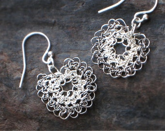FLOWER Silver Crochet EARRINGS—Free Shipping, 925 Sterling SILVER Daisy Drop Earrings [Boucles Fleur Argent—Pendientes Flor ganchillo plata]