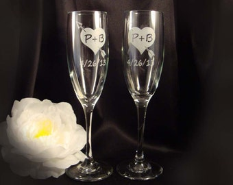 Custom Etched Personalized Champagne Flutes - Sweetheart Arrow - Bride and Groom Gift, Toasting Flutes, Wedding Toast, Anniversary Gift