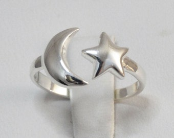 Crescent Moon and Star Ring - 925 Sterling Silver - Sizes 5-10