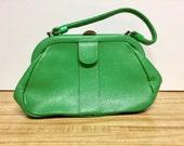 Vintage Letisse apple green pebble grain kelly pocketbook handbag