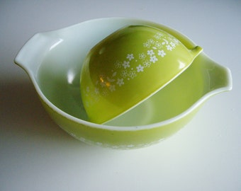 Vintage Pyrex, Cinderella Mixing Bowl, Springtime Green, Light Green, Crazy Daisy, Set of 2, Mixing Bowl Set, Pyrex Mixing Bowls, Bakeware