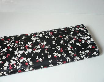 Tissu Japonais motif branches de cerisier fond noir - 50 cm