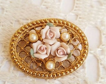 Vintage Victorian Roses brooch! Gold tone faux pearl