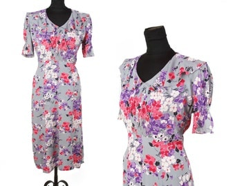 1930s Dress // Bright Floral Print on Dove Grey Rayon Dress with Puff Sleeves and Ruffle Collar