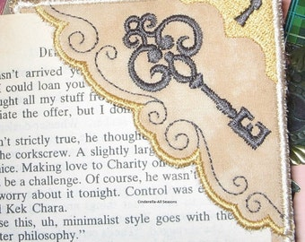 Corner Bookmark Skeleton Key Embroidered