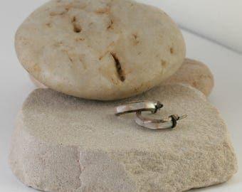 Mother of Pearl Sterling Silver Native American Inlaid Hoop Pierced Earrings // Vintage Estate Jewelry // fruitsdesbois