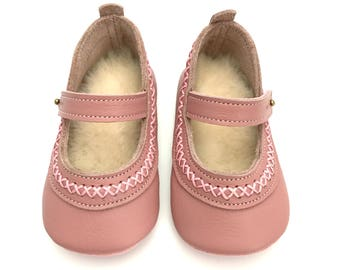 Handmade leather baby shoes. Soft soled baby girl shoes. Pink Mary Jane baby shoes. Baby Shoes. Crib Shoes. Pre walkers. Slippers.