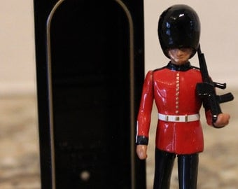 Collectible Vintage 1990 W. Britain England Standing Guard w Riffle and Guard Station