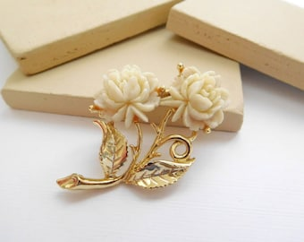 Vintage Carved Celluloid White Rose Flower Gold Tone Brooch Pin K26