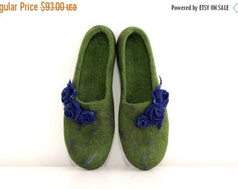Women slippers from natural merino wool - women house shoes - green slippers with blue roses - Mothers day gift gift for her - felt slipper