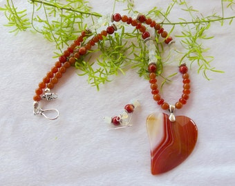 20 Inch Orange Striped Agate Stylized Heart Pendant Necklace with Earrings