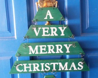 Christmas Door Hanger, Christmas Tree Hanger, Christmas Wall Hanging, Holiday Decoration, Green Christmas Tree, Christmas Decor, Plank Art