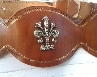 French Chic Belt ~ Belt Fleur de lis  ~ Vintage Leather ~ Women's accessories ~ Gypsy Chic Yoke Style ~ Lion Shield ~ X Small