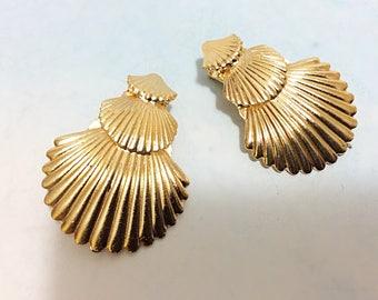 Gold seashell hair clip, mermaid hair clips, mermaid hairpiece, seashell hair accessory, seashells for hair, silver shells, beach bride