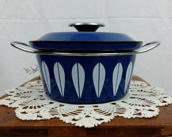 Catherine Holm 1960s Lotus Design Sauce Pan / Lidded / Blue and White / Enamelware / Enameled / Royal / Cobalt / Cookware / 2 Quart