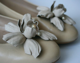 Beige Leather Orchids Flower Shoe Clips