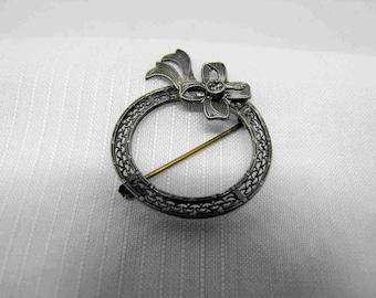 Sterling silver ribbon brooch