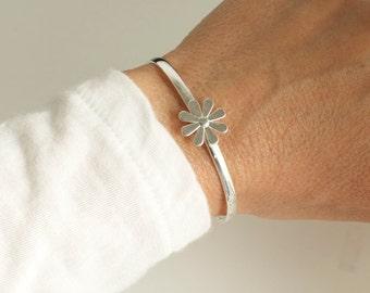 Daisy cuff bracelet - sterling bracelet  - flower cuff bracelet- spring cuff bracelet - 925 solid sterling silver bracelet
