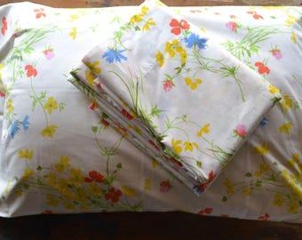 vintage twin sheet set: floral flat sheet and pillowcase