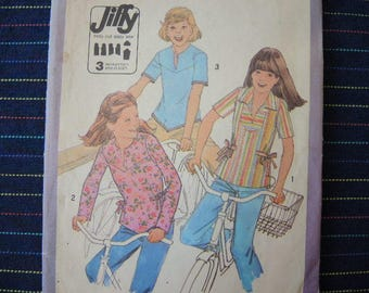 vintage 1970s simplicity sewing pattern 8218 girls jiffy pullover tops size 7 and 8