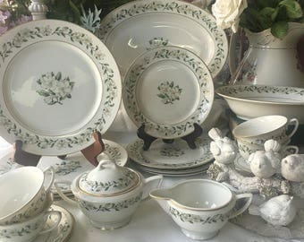 Princess China wedding Wreath Pattern Service for 4 with Serving Pieces 26 pieces total Empcraft USA