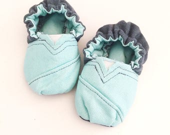 TOMS handmade by sew4the1 0-6 month Toms booties Newborn to 6 month in size